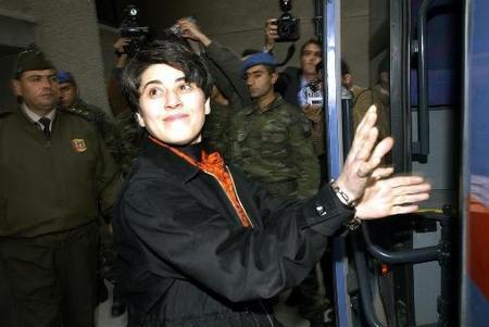 """Leyla Zana tijdens haar """"berechting""""; Ze stond jarenlang symbool voor de miljoenen rechteloze Koerden in Noord-Koerdistan"""